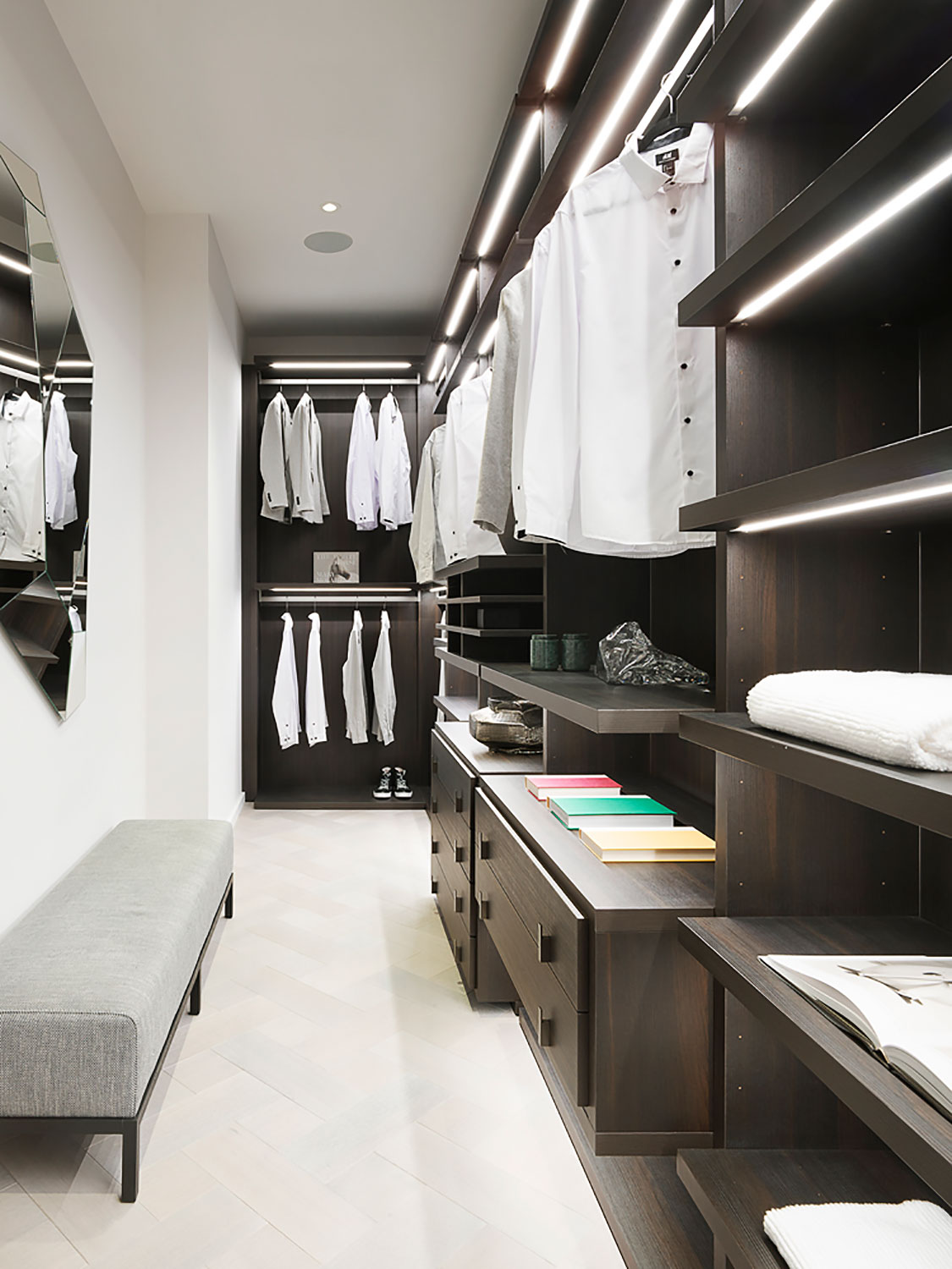 Grand Penthouse Walk-in-closet